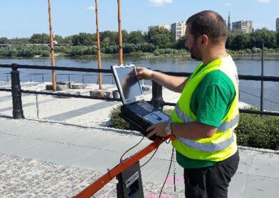 Usługi georadarowe – Warszawa – sierpień 2018, mapowanie kolizji (infrastruktury) przed pracami ziemnymi.